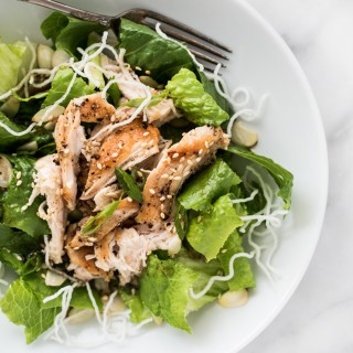 Juicy strips of chicken on a bed of crisp greens, crunchy rice sticks, toasted sesame seeds, almonds, all topped with a peppery and sweet dressing!